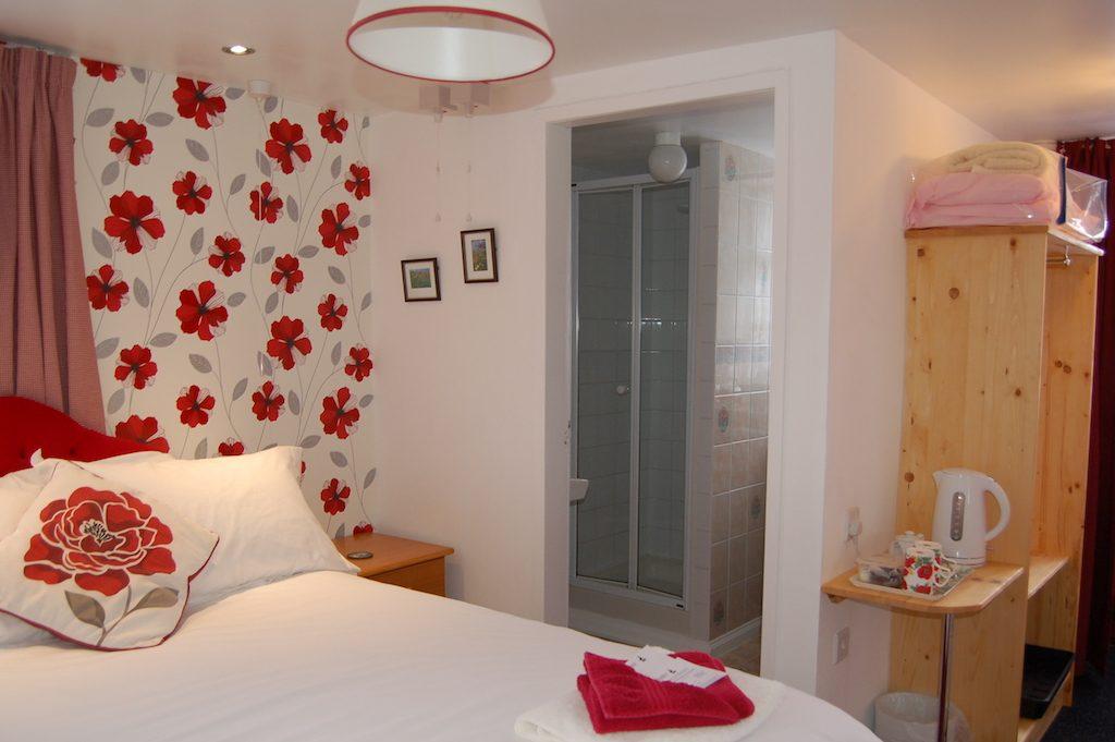 Poppy-Fields-with-shower-room-2.jpg