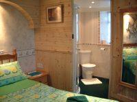 Forest-Glade-bedroom-en-suite.jpg
