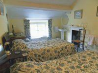 bedroom-twinroom-green2.jpeg