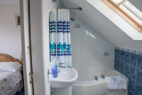 Sheldon Barn en-suite bathroom