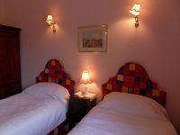 bedroom-twinroom-pink2.jpeg
