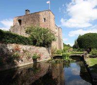 Castle-Weddings-Devon-6.jpg
