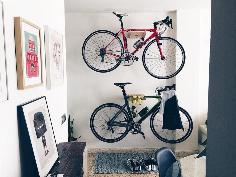 Huxlo distribute bicycle wall mount for displaying your favourite bicycle in the home