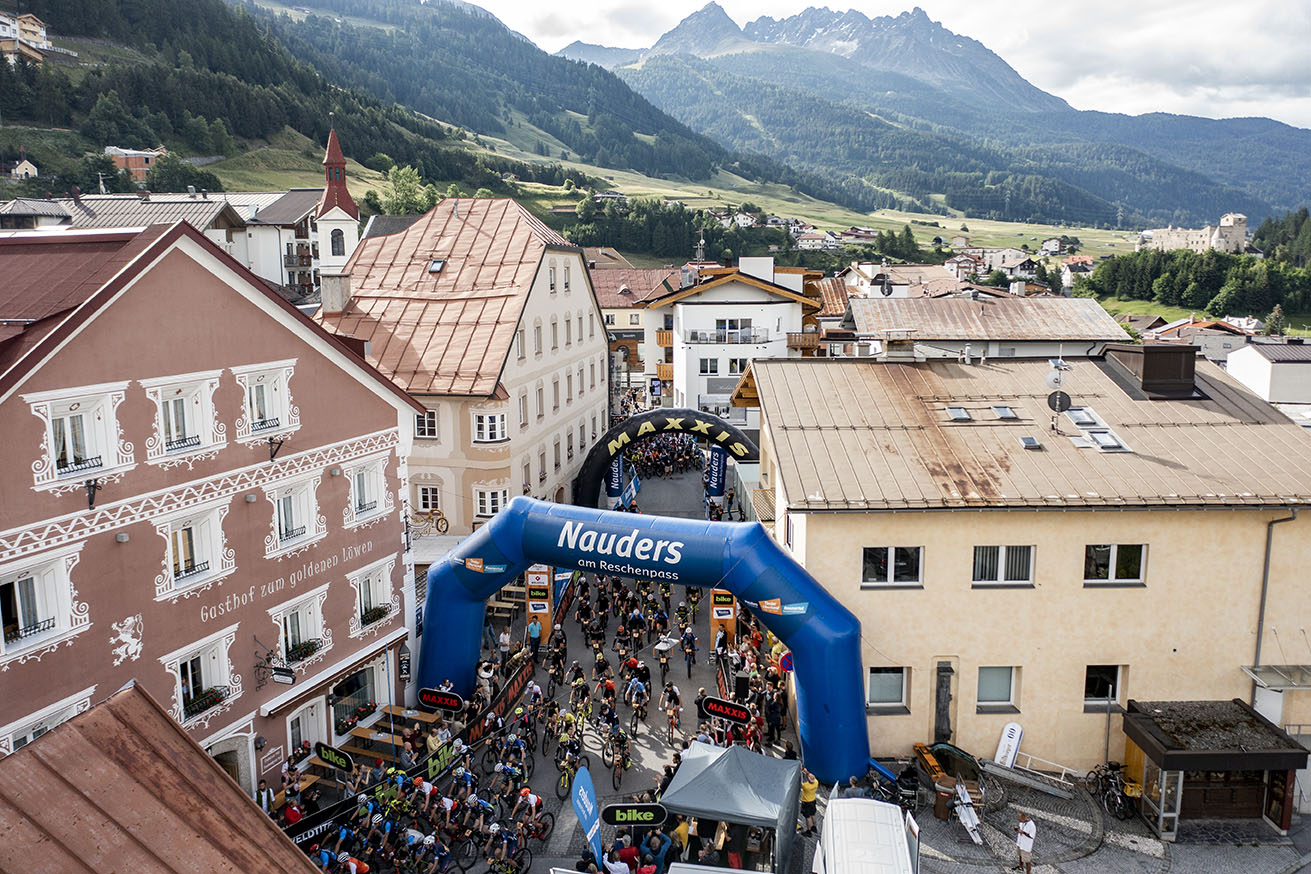 Three-country tour at the start of the MAXXIS BIKE Transalp
