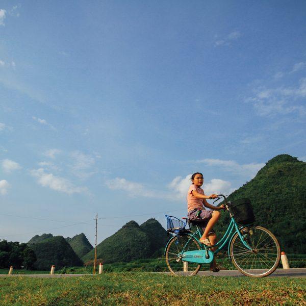 Girl on Bicycle, Sơn La Vietnam. © Adam Cohn, 2011